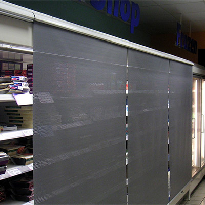 Night blinds for chiller cabinets
